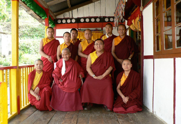 Lama Tsundro and Changling Rinpoche with sangha